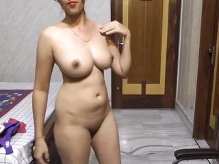 Desi white milky babe hot show II Beautiful Milky babe hot dance for you