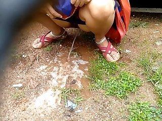 Desi Indian Milf Outdoor Pissing Videos Compilation