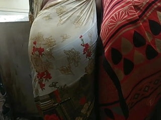 Indian aunty showing her huge ass in saree by bending