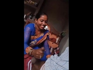 Desi Bhabhi Giving Handjob To her Lover