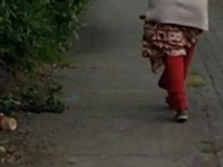 Desi gaand walking